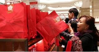 日本新年福袋搶購潮大陸客加入