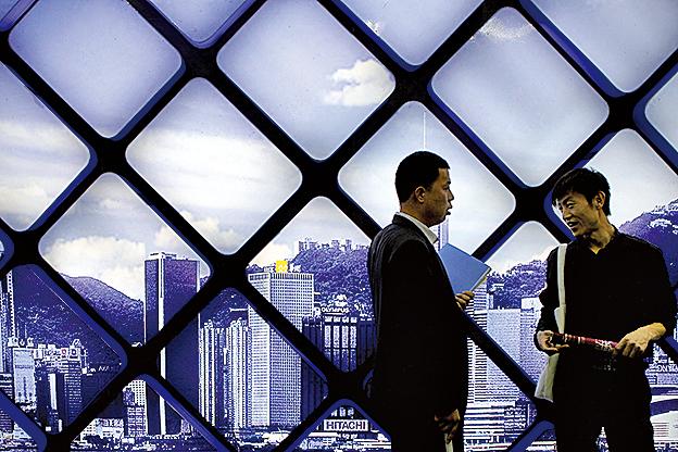 中國經濟連續數月下滑。專家表示,房地產市場走疲很可能是中國明年經濟最大風險。(AFP)