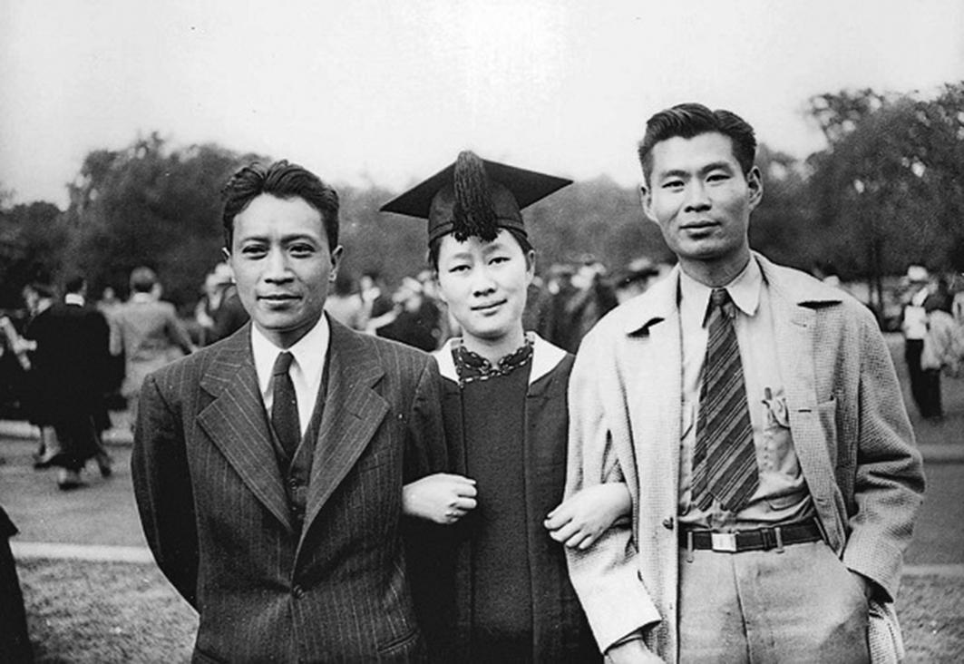 1947年,陳夢家、趙蘿蕤夫婦與弟弟趙景德(右一)在美國合照。(中國考古)