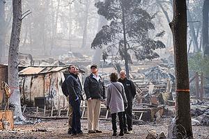 特朗普抵加州野火災區慰問