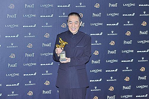 張藝謀獲第55屆金馬獎最佳導演,致辭「偷渡」「中國電影」一詞惹議。(王仁駿/大紀元)