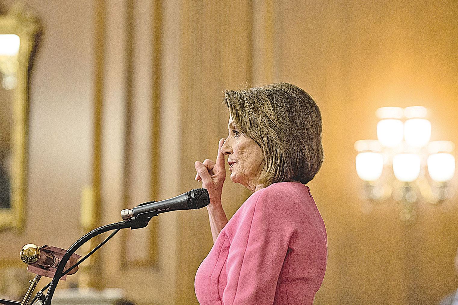 美國中期選舉後,民主黨領袖佩羅西召開新聞發佈會。(Getty Images)