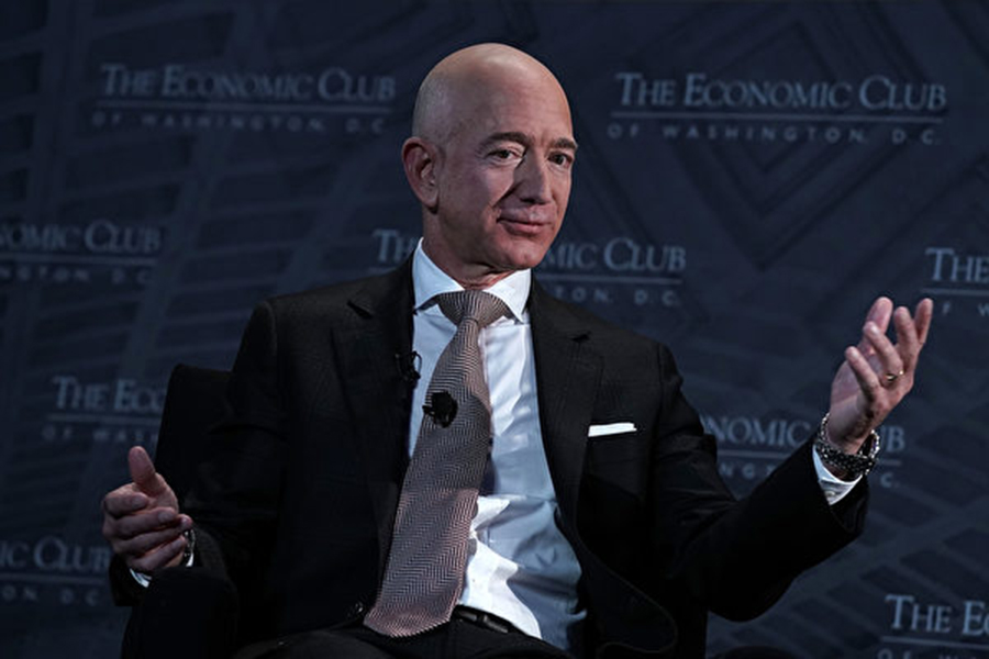 亞馬遜創始人、首席執行官貝佐斯(Jeff Bezos)預言,亞馬遜有朝一日會破產。圖為今年9月貝佐斯在華盛頓DC參加一個論壇活動。(Alex Wong/Getty Images)