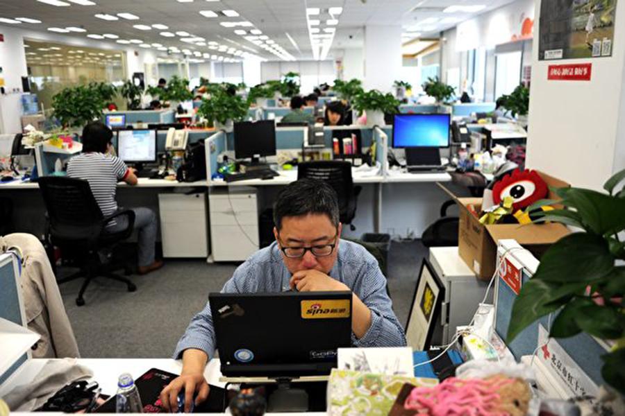 過去一年中共黑手伸進外國網站,脅迫中國網民刪除海外社交媒體帳戶或刪除帖文。「中國變革」創始人稱這是一場「無聲的屠殺」。(WANG ZHAO/AFP/Getty Images)
