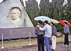北京高層批准 胡耀邦塑像在湖南揭幕