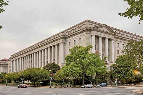 美國商務部工業和安全局11月19日發佈一份技術出口管制先期通知,外界認為,這或是美國歷來最嚴的技術出口管制條例。圖為美國商務部大樓。(Samira Bouaou/大紀元)