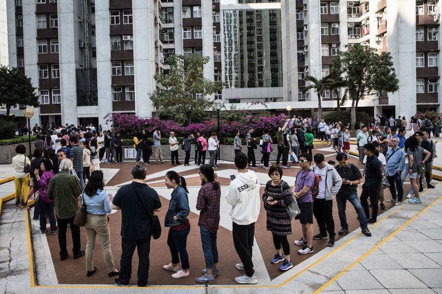 【11.24選舉組圖】香港區議會選舉投票站大排長龍