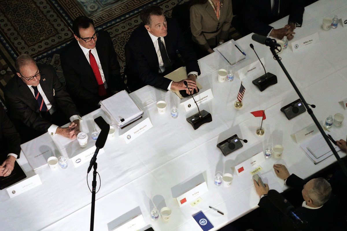 中美談判本周續談,美財政部長史蒂芬‧姆欽(Steven Mnuchin)周三(4月10日)表示,談判繼續取得進展,雙方幾已確定執法機制,同意各自成立執法辦公室。圖為2月21日在華府舉行的中美談判。(Alex Wong/Getty Images)