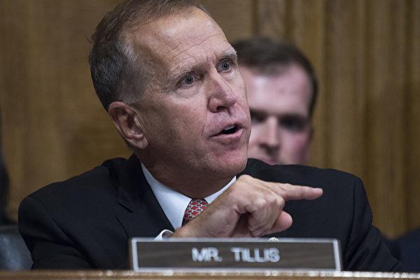 美國參眾兩院的共和黨議員們,包括參議員湯姆·提里斯(Thom Tillis)(如圖)要求執法部門就中共黑客瞄上美國疫苗研發工作的警訊,提供簡報。(By Tom Williams-Pool/Getty Images)