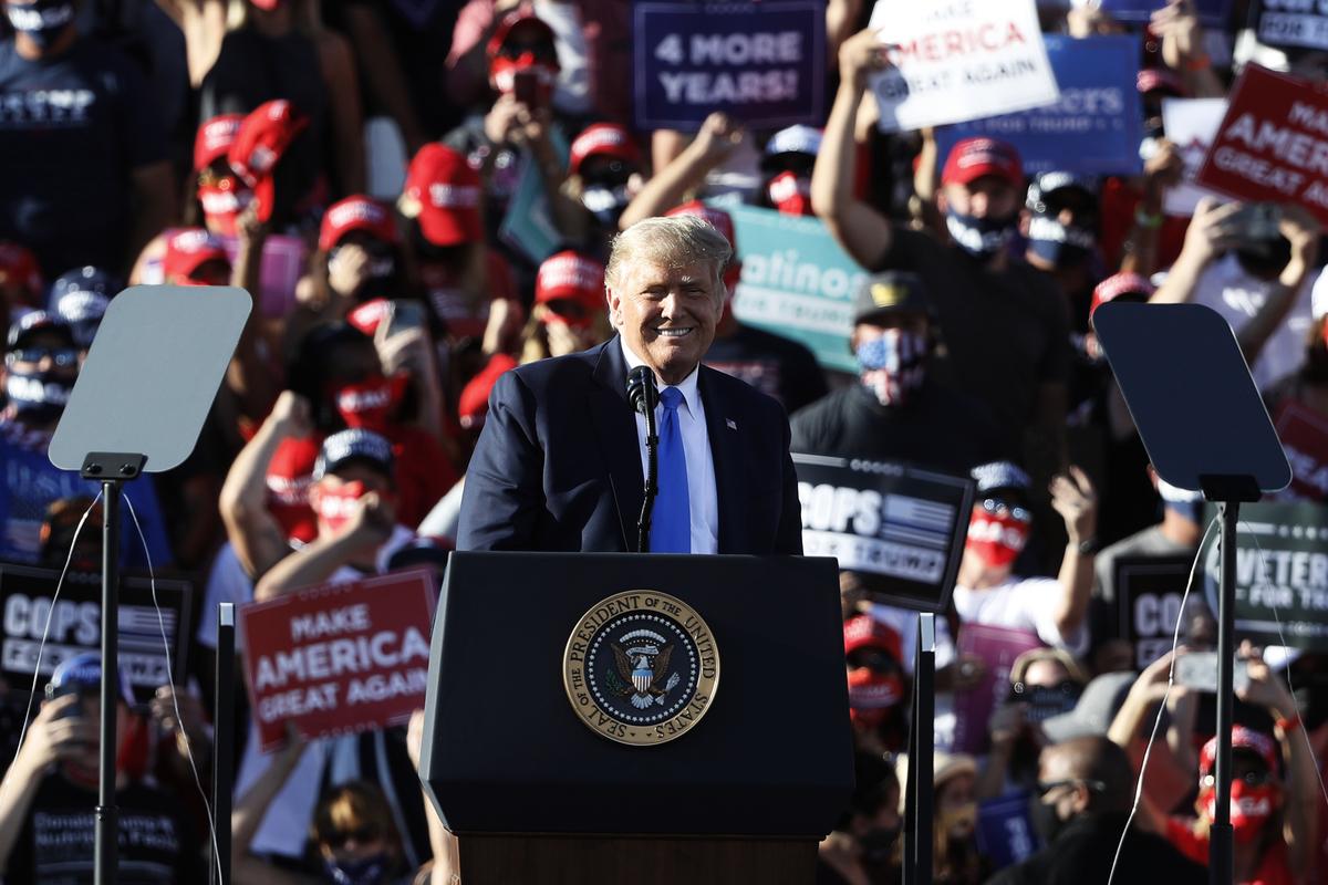 2020年美國大選,10月18日,美國總統特朗普來到內華達州大選集會上發表演講。(MANDEL NGAN/AFP via Getty Images)