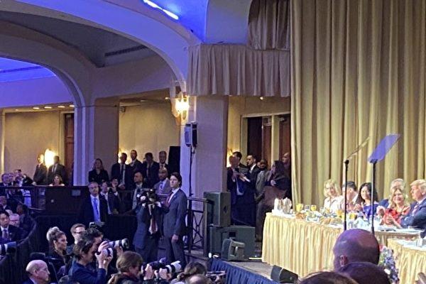 中華民國候任副總統賴清德2月6日參加美國國家祈禱早餐會時坐在特朗普總統前方台下。(與會者提供/美國之音)