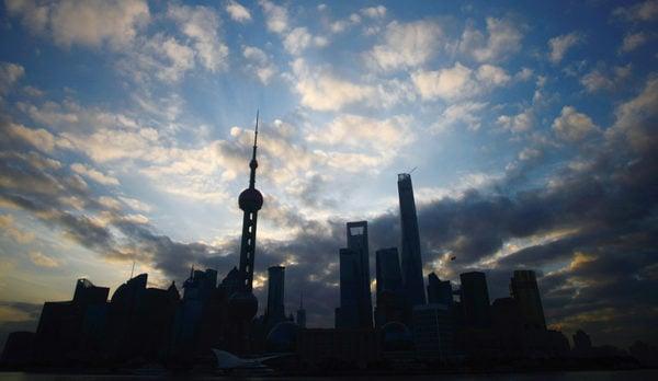 圖為上海浦東。(AFP)