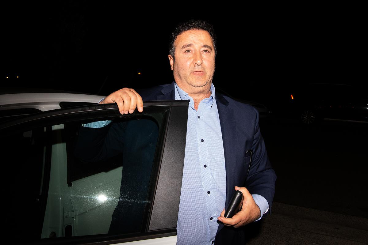 新州上議院特權委員會10月13日做出裁決,因議會特權封存的百餘份關於新州上議院工黨議員莫索爾曼(Shaoquett Moselmane)的文件,警方可提取其中的107份。圖為2020年6月26日晚,莫索爾曼回到了位於悉尼Rockdale的家。(Bianca De Marchi/AAP)