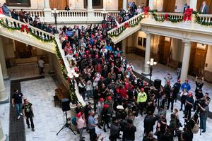 組圖:民眾於佐治亞州議會大廈籲停止竊選