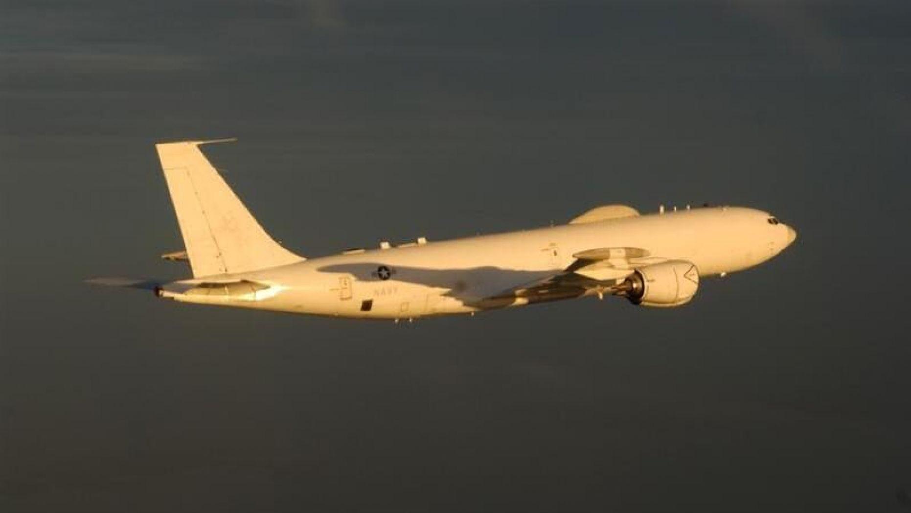 2020年10月2日,在美國總統特朗普感染中共病毒(武漢肺炎)入院之前,兩架美國波音E-6B「水星」核指揮飛機飛越美國領空,向對方發出明確警告,請不要輕舉妄動。(Naval Air Systems Command)