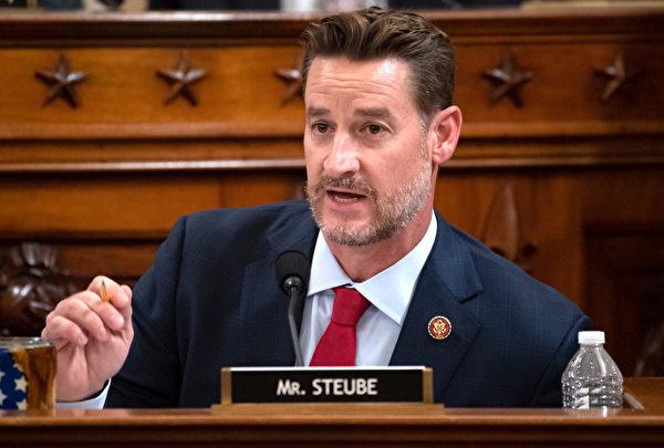 2019年12月4日,美國聯邦眾議員格雷格‧施托伊貝(Greg Steube)在國會的眾議院司法委員會發言。(Saul Loeb-Pool/Getty Images)