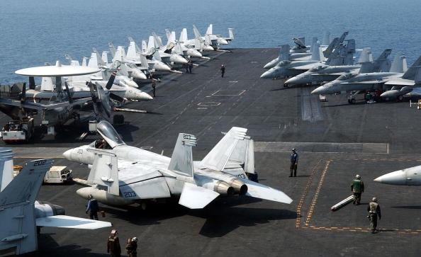 美國列根號航母可停放90架固定翼及直升機。近期,包括列根、尼米茲兩艘航母群到南海接連進行了兩次軍演。(Song Kyung Su/Getty Images)