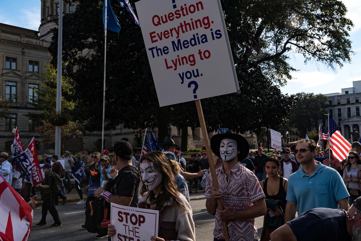 11月21日,美國總統特朗普的支持者在亞特蘭大市的佐治亞州州府大廈外舉行「制止偷竊選舉」抗議活動。(Megan Varner/Getty Images)