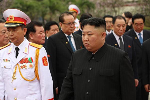 圖為美朝峰會破裂時,金正恩悶悶不樂。(Dien Bien/Getty Images)