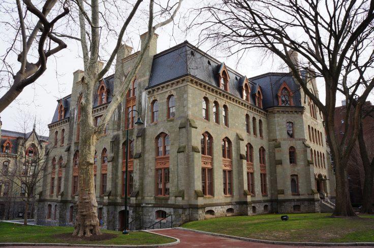 長春籐名校賓夕凡尼亞大學教學樓外景。(維基公有領域)