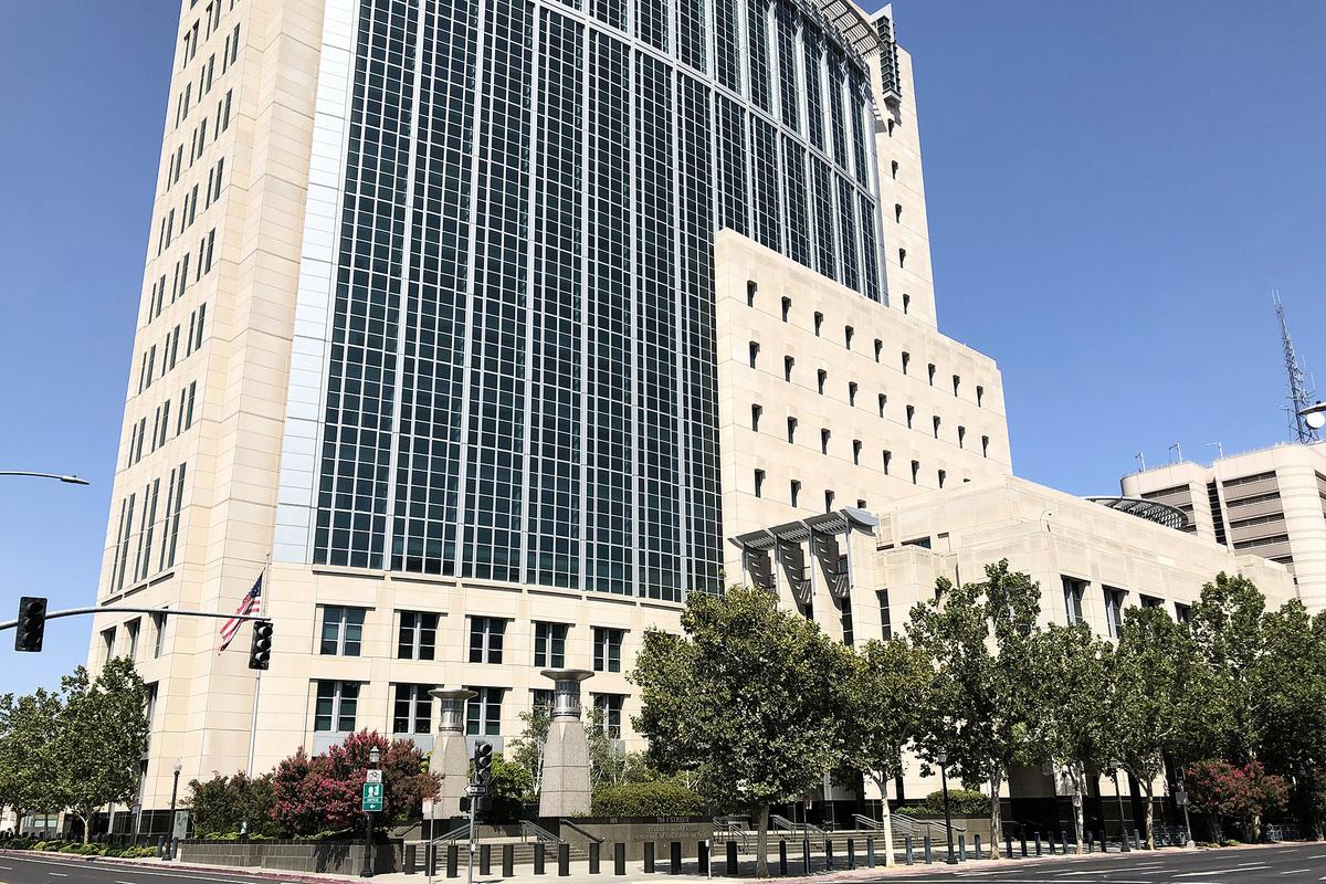 2020年8月10日,太平洋時間下午2點,唐娟將在沙加緬度聯邦法院被提審。圖為加州東區聯邦法庭,7月27日,唐娟出庭。(大紀元)