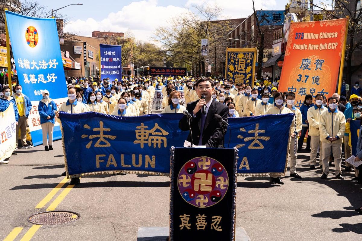 1999年4月25日當朱鎔基要求法輪功學員派出代表時,第一個舉手並被朱鎔基帶進中南海的中國科技大學研究生石采東,在2021年4月18日的集會上發言。(戴兵/大紀元)