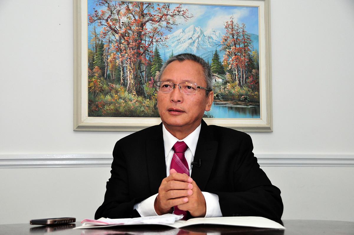 謝衛東在中國大陸當過七年律師及十年最高法院法官。(周行/大紀元)