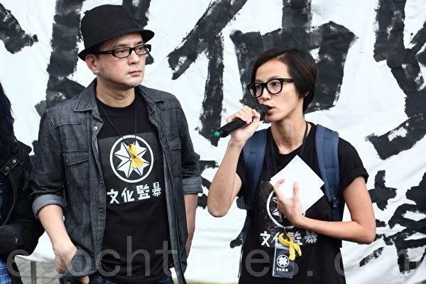 香港歌星何韻詩(右)與黃耀明(左)出席活動資料照。(蔡雯文/大紀元)