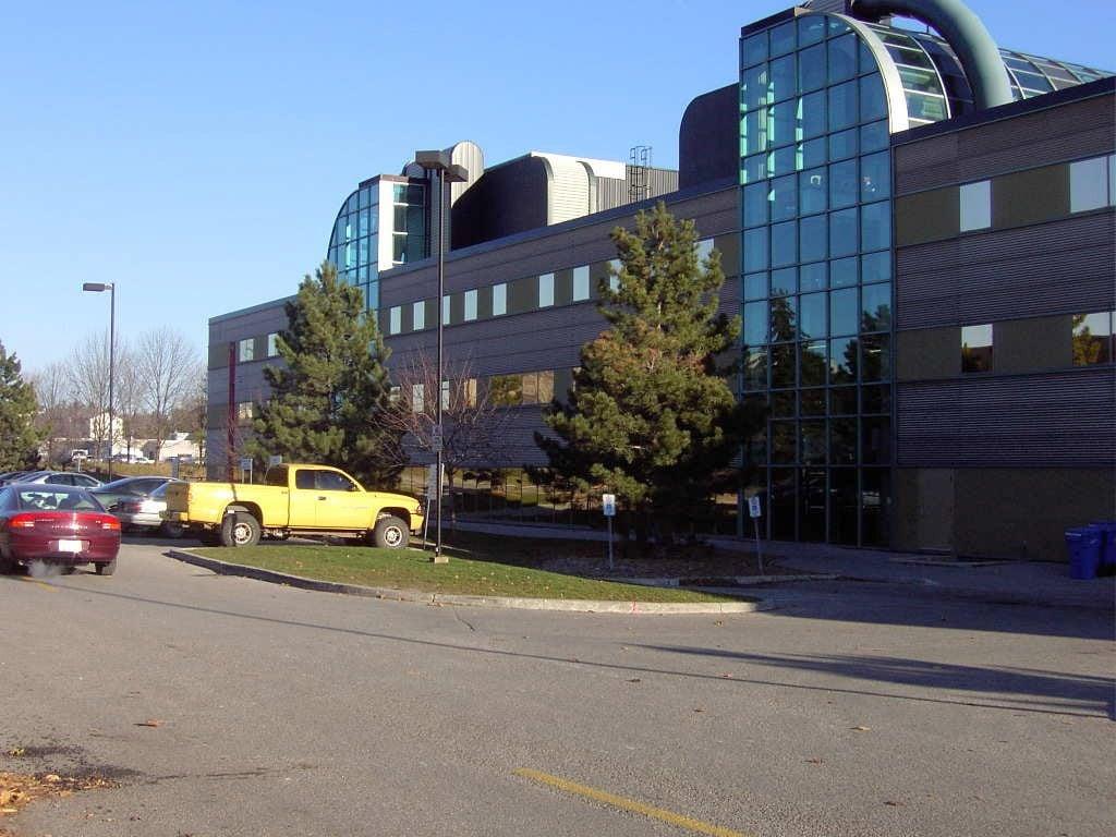 中共軍隊科學家和海外研究人員合作的情況,加拿大的滑鐵盧大學、麥吉爾大學及多倫多大學分別排在第4、第9和第10位。圖為滑鐵盧大學電腦中心。(大紀元)