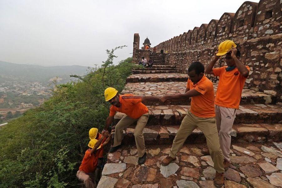 印度知名觀光景點瞭望塔遭雷擊 至少11死