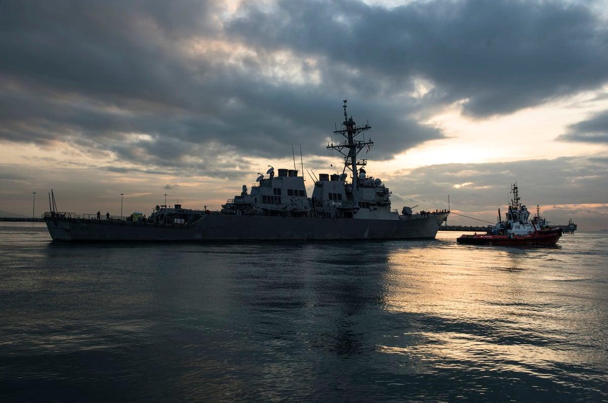美國海軍第七艦隊在聲明中表示,約翰·麥凱恩號(USS John S. McCain)導彈驅逐艦和柯蒂斯·威爾伯號導彈驅逐艦(USS Curtis Wilbur)根據國際法於12月31日在台灣海峽例行過境。圖為麥凱恩號資料圖。 (Joshua FULTON/US NAVY/AFP)