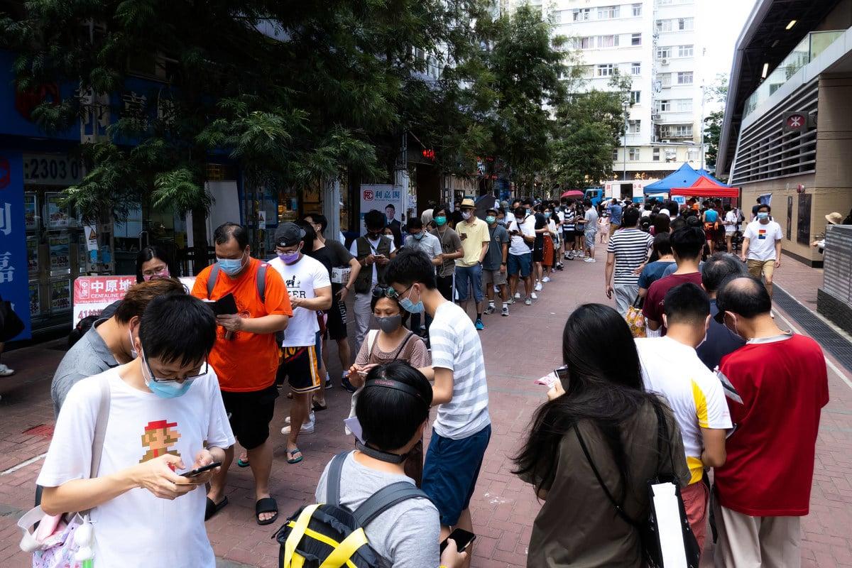 排隊投票的香港民眾 (Billy H.C. Kwok/Getty Image)