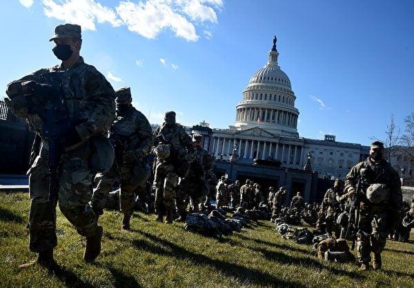 1月19日,美國國會佈滿了國民警衛隊士兵。OLIVIER DOULIERY/AFP via Getty Images)