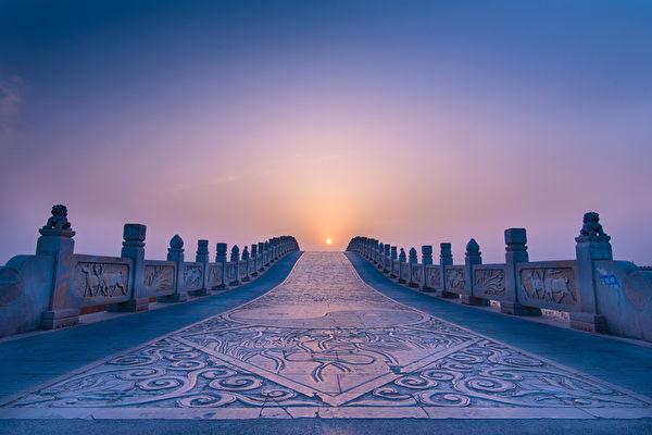 只有順應天意,神才會為我們開出一條道路,有神的加持,一切皆有可能。(Fotolia)