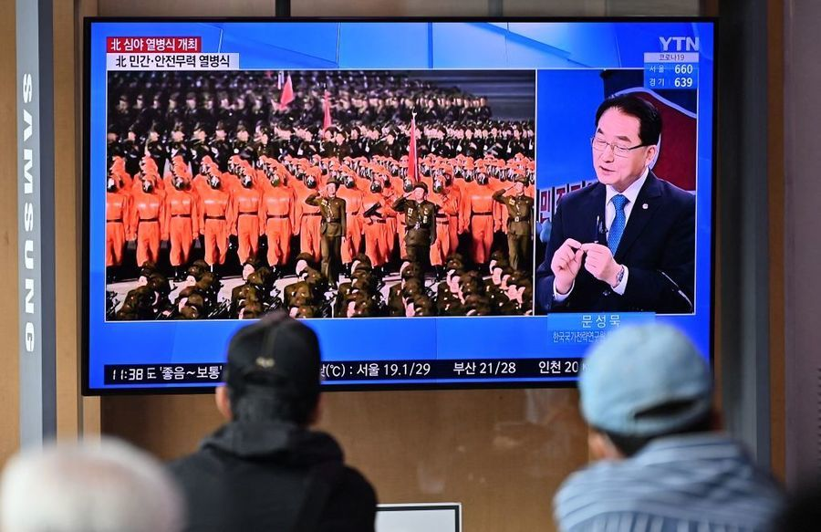 北韓閱兵:戴防毒面具的縱隊 彈道導彈失蹤