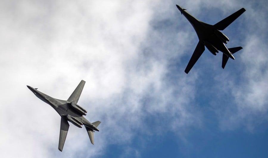 圖為2020年5月26日,美軍再有2架B-1B超音速轟炸機從關島起飛,掠過台灣南部海域巴士海峽後,飛往南海。(美國空軍RIVER BRUCE)