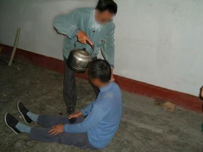 熱水淋頭 法輪功學員陳明在嘉州監獄遭酷刑