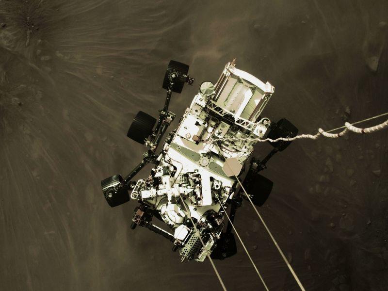 NASA公佈毅力號登陸火星一刻俯視圖
