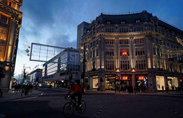 2020年12月20日,英國倫敦牛津圓環(Oxford Circus),街上許多民眾戴著口罩。(NIKLAS HALLE'N/AFP via Getty Images)