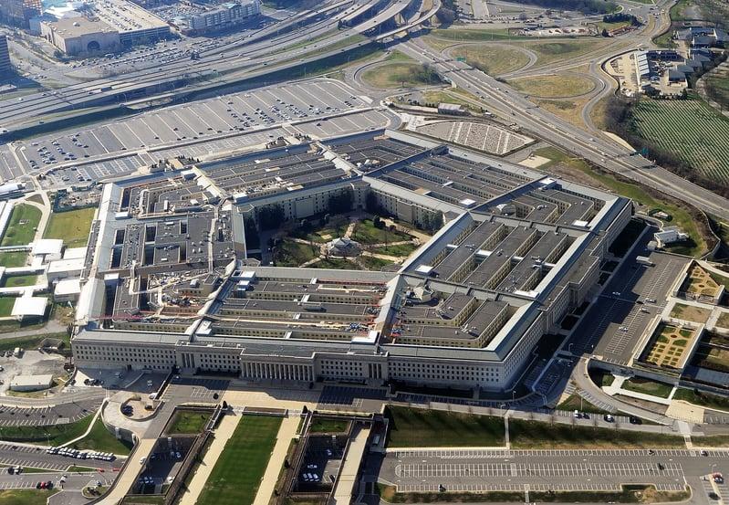 4月27日,美國五角大樓正式公佈了三段「不明飛行物體(UFO)體」的影像,這三段影像早前已由私人公司公佈,並在網絡上流傳。(STAFF/AFP/Getty Images)
