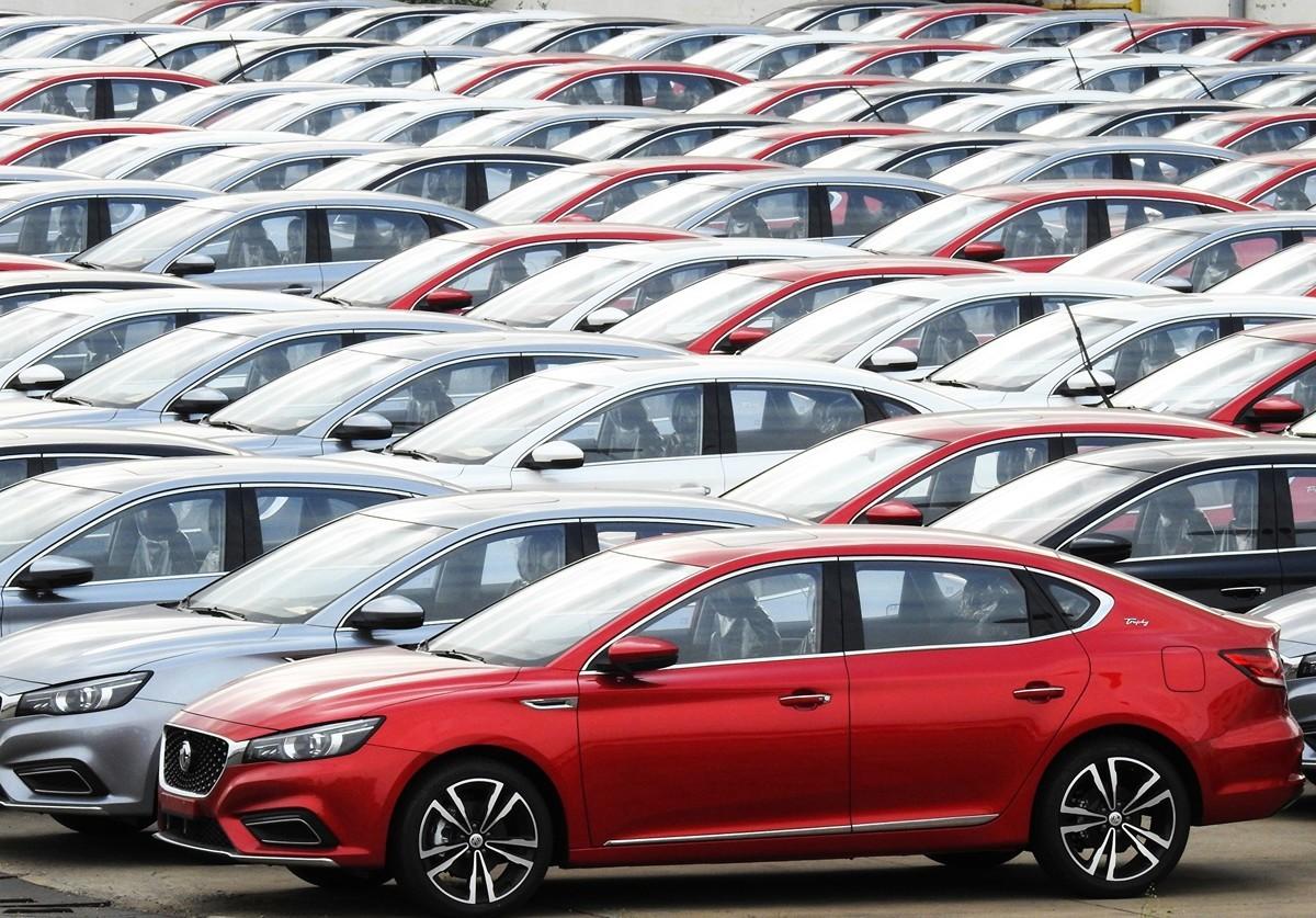 大陸10月乘用車銷量按年下降5.8%,至193萬輛;其中新能源汽車銷量7.5萬輛,按年下降45.6%。整體汽車銷量連續16個月下滑。(STR/AFP via Getty Images)