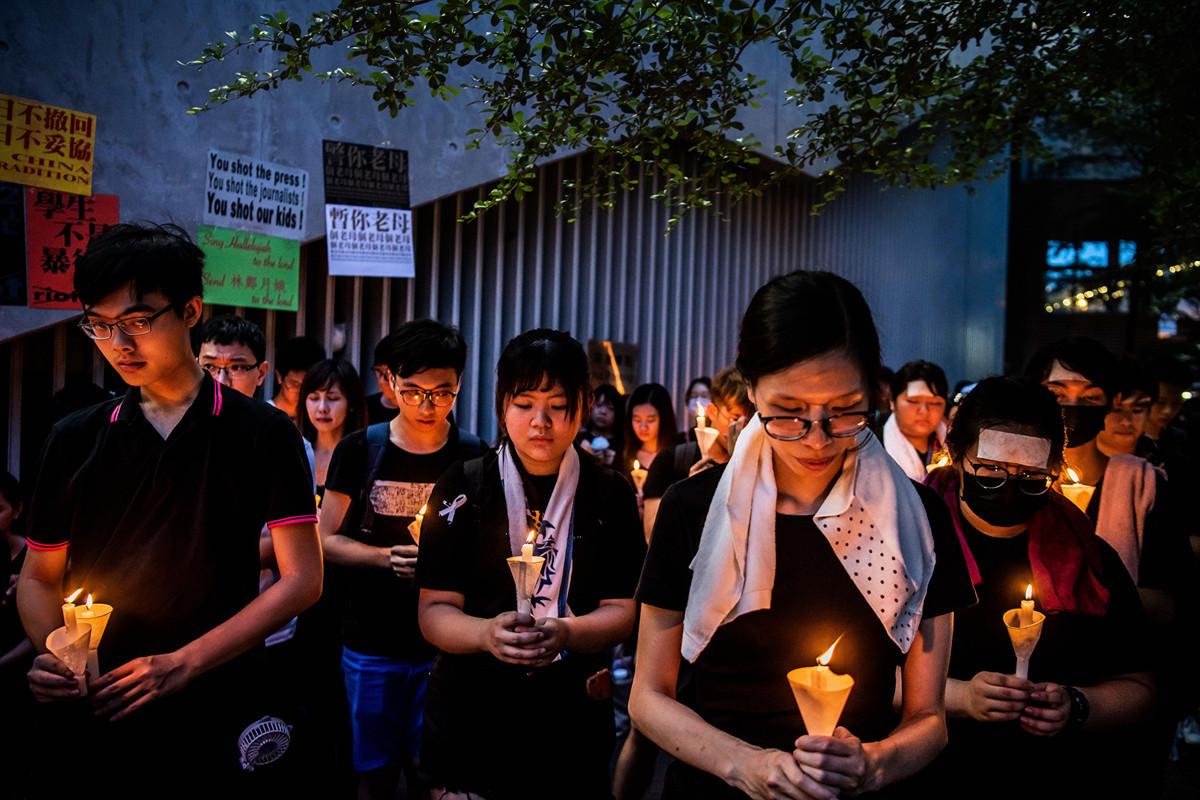 美國國務卿蓬佩奧表示,特朗普會在G20與習近平會面時談及香港人權問題。圖為周日香港抗議者紀念周六墜亡的一名抗議男子。(Billy H.C. Kwok/Getty Images)