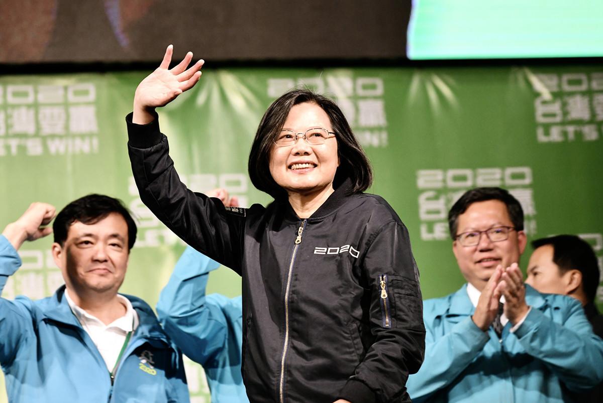 學者分析,中共現在劍指2024年台灣總統大選,因此「台灣2024年誰當總統,將變得非常重要」。與此同時,美國總統大選也將在2024年登場,等於台美兩方都各自面臨到政治的關鍵時刻。圖為中華民國總統蔡英文2020年以史上最高得票數大贏對手韓國瑜,成功連任。(Photo by Sam Yeh/AFP)