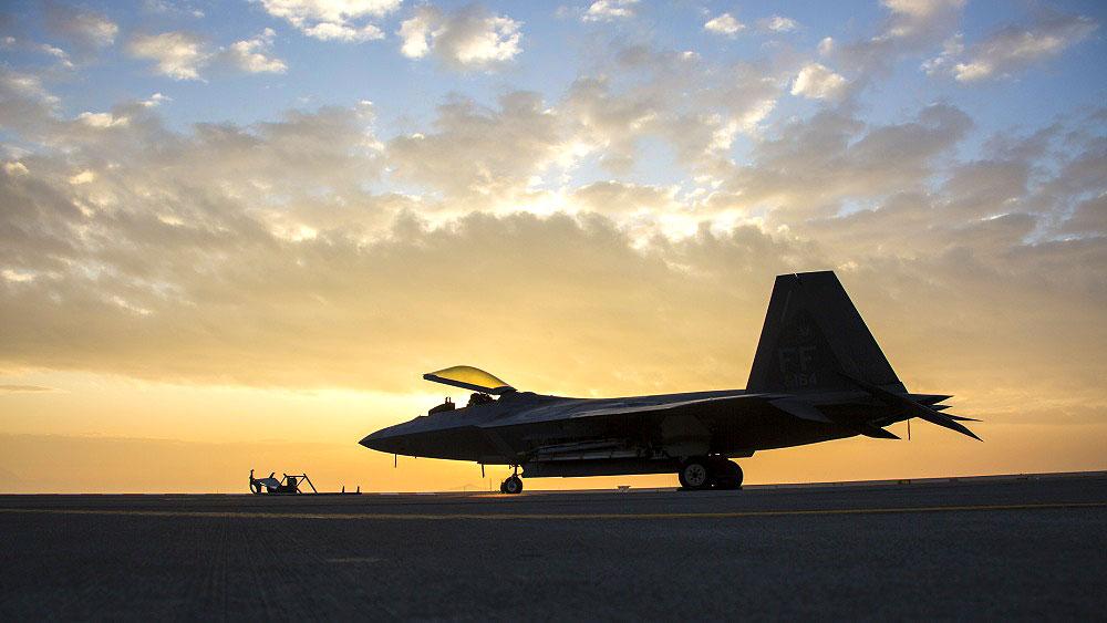 11月23日傍晚5點,美國印太司令部通過推特展示F-22戰機,表示F-22猛禽戰鬥機在日本的岩國(Iwakuni)航空基地執行訓練任務。(美國印太司令部推特)
