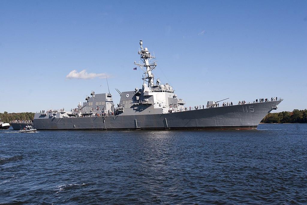 美國海軍最新導彈驅逐艦之一拉斐爾·佩拉爾塔號(USS Rafael Peralta)抵達日本橫須賀美軍基地,加入美海軍第15驅逐艦中隊。(U.S. Navy photo courtesy of General Dynamics, Bath Iron Works/Released,公有領域)