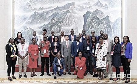 2019年10月8日~18日,中聯部在中國人民大學舉行第二期「走適合自己的發展道路——中國經驗與非洲發展」非洲國家政黨幹部專題研修班。(中聯部官網)