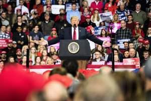 印州萬人集會 特朗普助選:不要社會主義噩夢