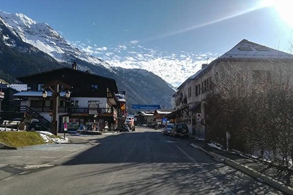 2月8日,五名英國人在法國萊孔塔米訥蒙茹瓦市(Les Contamines-Montjoie,如圖)滑雪度假勝地被確診感染中共肺炎。(Marie GIFFARD / AFP)
