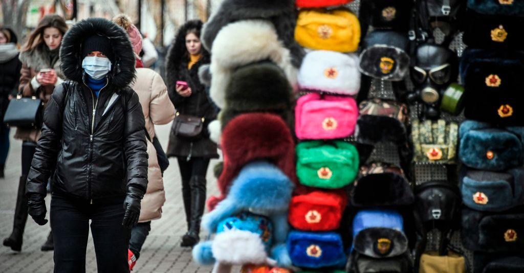 在俄華人一方面因中國關閉通道無法回家,另一方面又面臨著俄羅斯政府的刻意驅趕。圖為莫斯科街頭。(ALEXANDER NEMENOV/AFP via Getty Images)