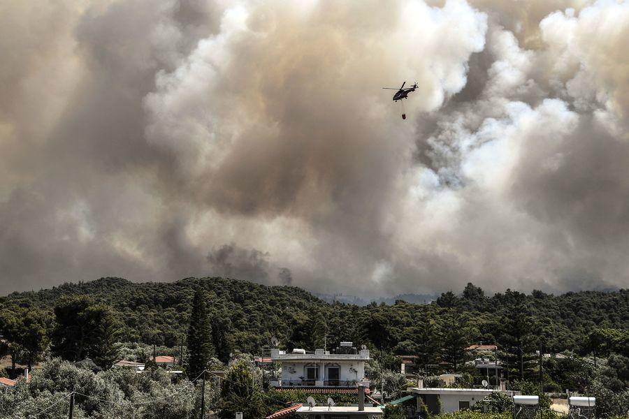 組圖:希臘科林斯發生森林大火 多地居民撤離